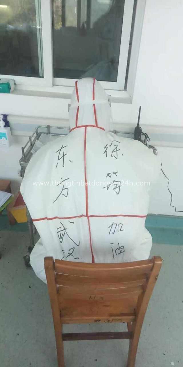 Nhật ký chống dịch viêm phổi Vũ Hán của y tá Thượng Hải: 8 tiếng trôi qua như một chớp mắt, chợt nhận ra mình chưa ăn và đi vệ sinh - Ảnh 2.