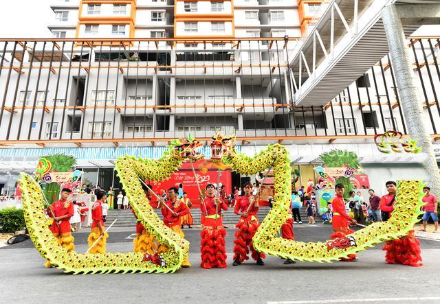 Rộn ràng Tết Việt ở chung cư, khu đô thị - Ảnh 1.