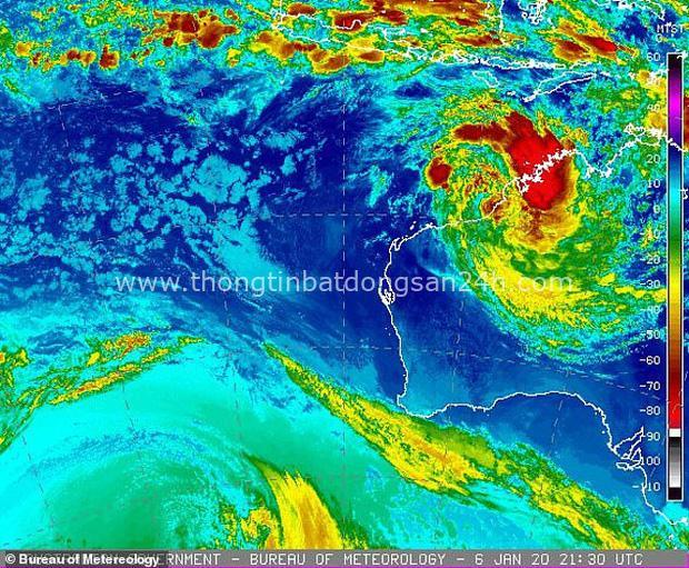 Thảm họa cháy rừng chưa qua, Úc lại đối mặt với thiên tai mới: Cuồng phong tiến vào với sức gió huỷ diệt có thể lên tới 125km/h - Ảnh 1.