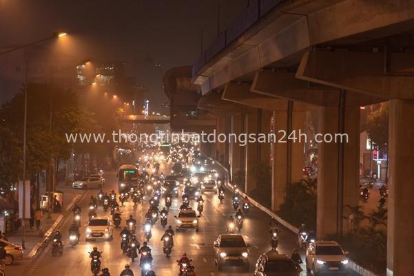 Thời tiết mịt mù, người Hà Nội lách qua từng con phố để về nhà ăn Tết - Ảnh 9.