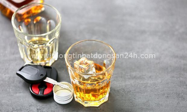 Uống một cốc bia sẽ ra bao nhiêu cồn trong hơi thở và bài học ai cũng cần hiểu: Đừng bao giờ lái xe khi đã có hơi men trong người! - Ảnh 1.