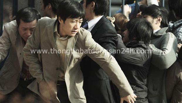 Bom tấn bệnh dịch đầu tiên của điện ảnh Hàn Deranged bất ngờ hot lại - Ảnh 2.
