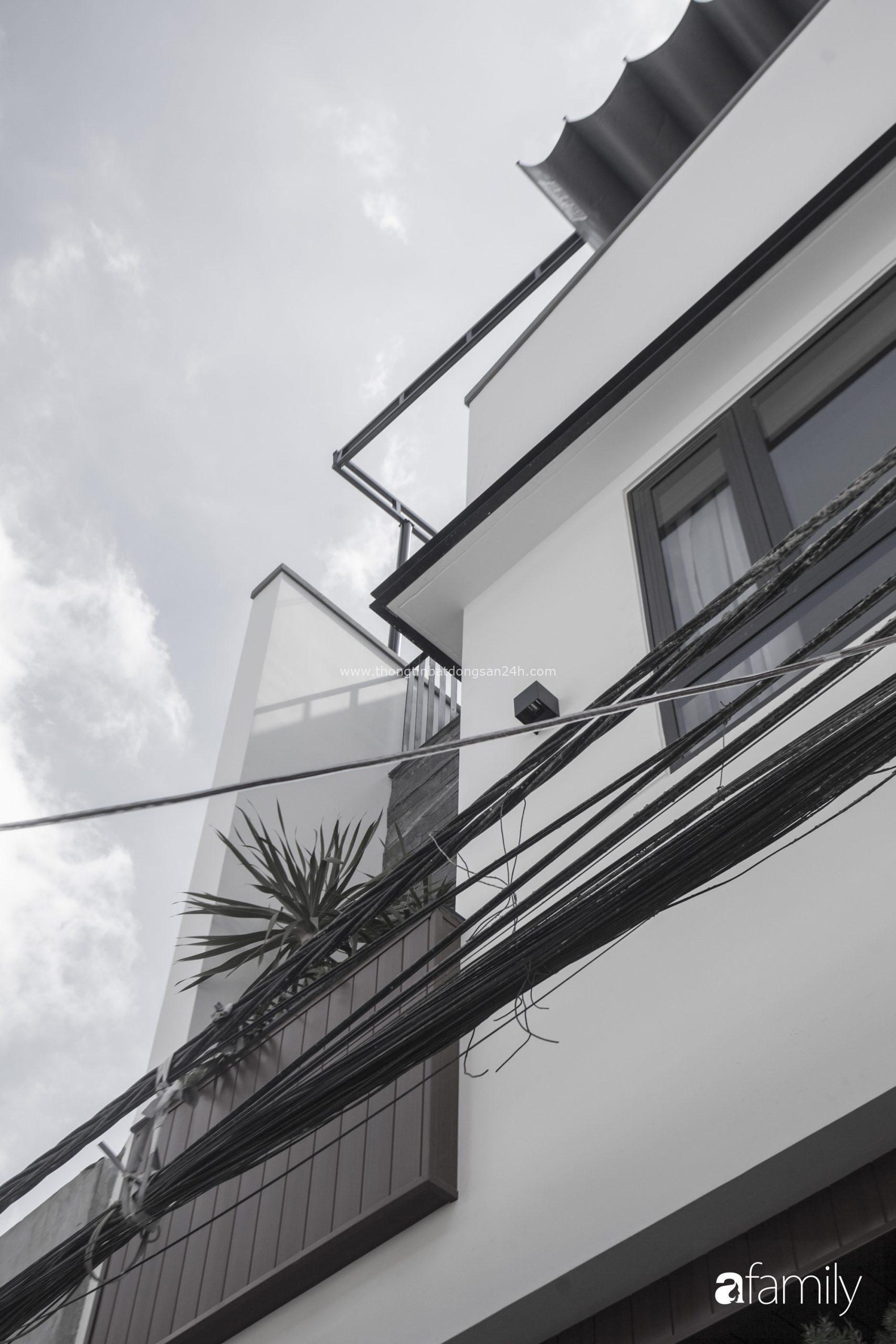 Ngôi nhà 2,5 tầng với tổng diện tích 240m2 đẹp sang trọng và tối giản ở Đà Nẵng - Ảnh 2.