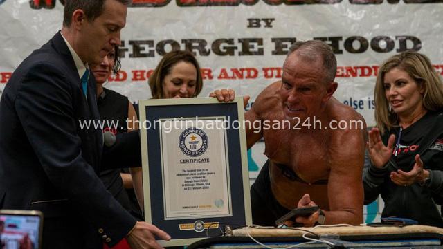Phá kỷ lục Guinness với hơn 8h ở tư thế plank, người đàn ông 62 tuổi khiến giới trẻ phải thán phục: Sức mạnh con người nào có giới hạn! - Ảnh 1.