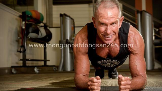 Phá kỷ lục Guinness với hơn 8h ở tư thế plank, người đàn ông 62 tuổi khiến giới trẻ phải thán phục: Sức mạnh con người nào có giới hạn! - Ảnh 2.