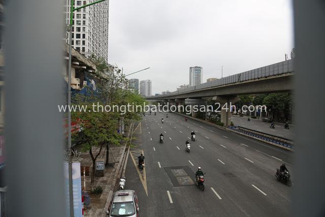 Ảnh: Cảnh tượng khác lạ tại những điểm đen ùn tắc giao thông của Hà Nội giữa mùa dịch Covid-19 - Ảnh 3.