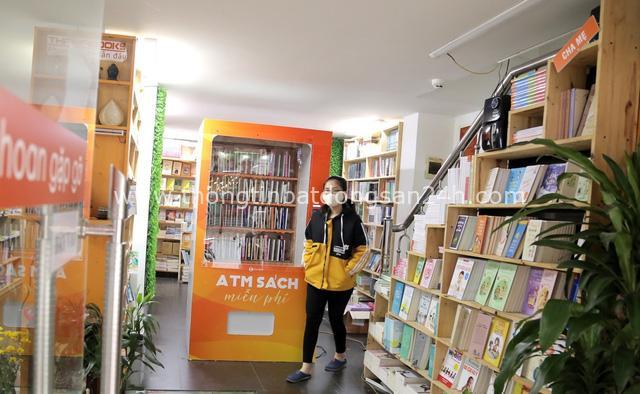 ATM sách đầu tiên ở Hà Nội - lan toả văn hoá đọc và sự sẻ chia tri thức hoàn toàn miễn phí - Ảnh 2.
