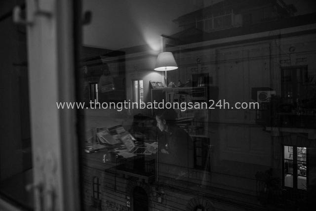 Bộ ảnh đen trắng gây ám ảnh về những ngày sống chung với Covid-19 của nhiếp ảnh gia nổi tiếng người Ý - Ảnh 3.
