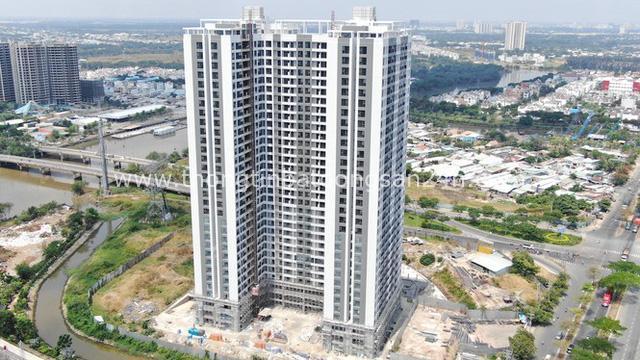 Ken đặc chung cư trên con đường ngoại ô Sài Gòn nhìn từ trên cao - Ảnh 5.