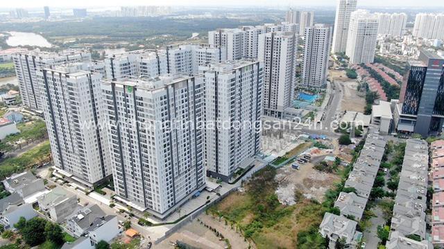 Ken đặc chung cư trên con đường ngoại ô Sài Gòn nhìn từ trên cao - Ảnh 13.