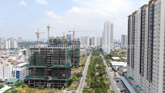 Ken đặc chung cư trên con đường ngoại ô Sài Gòn nhìn từ trên cao - Ảnh 15.