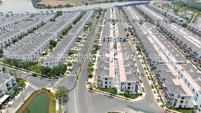 Ken đặc chung cư trên con đường ngoại ô Sài Gòn nhìn từ trên cao - Ảnh 19.
