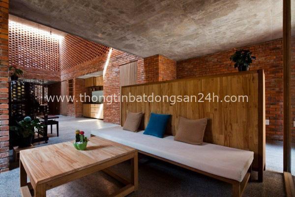Ngôi nhà bằng gạch đỏ chống nóng không lo lỗi thời - Ảnh 3.
