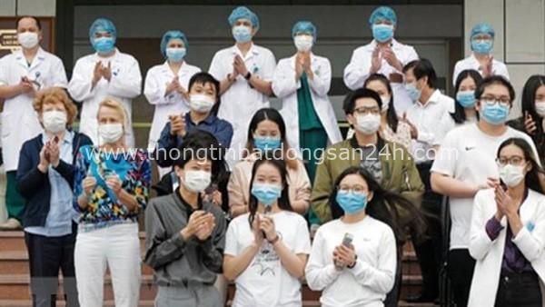 Người nước ngoài mắc Covid-19 xuất viện: Cảm ơn ngành y tế Việt Nam - Ảnh 1.