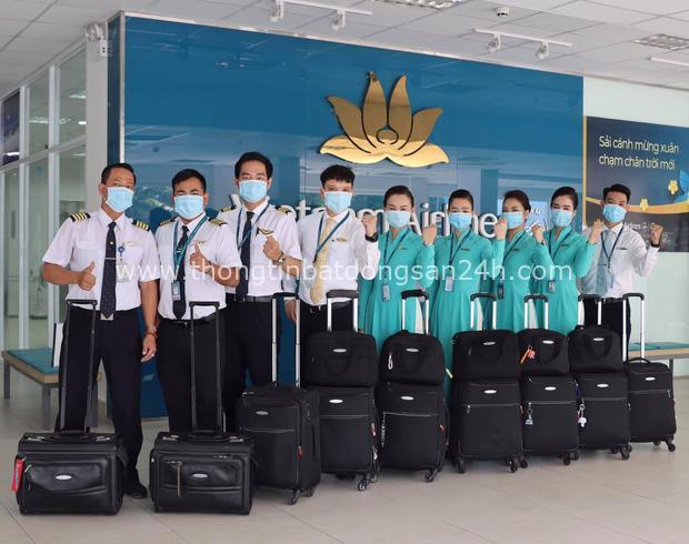 Nữ tiếp viên hàng không đưa 172 du học sinh mắc kẹt về nước: 12h đêm hạ cánh, vỡ oà khi hành khách thốt lên Đã được về nhà rồi - Ảnh 5.