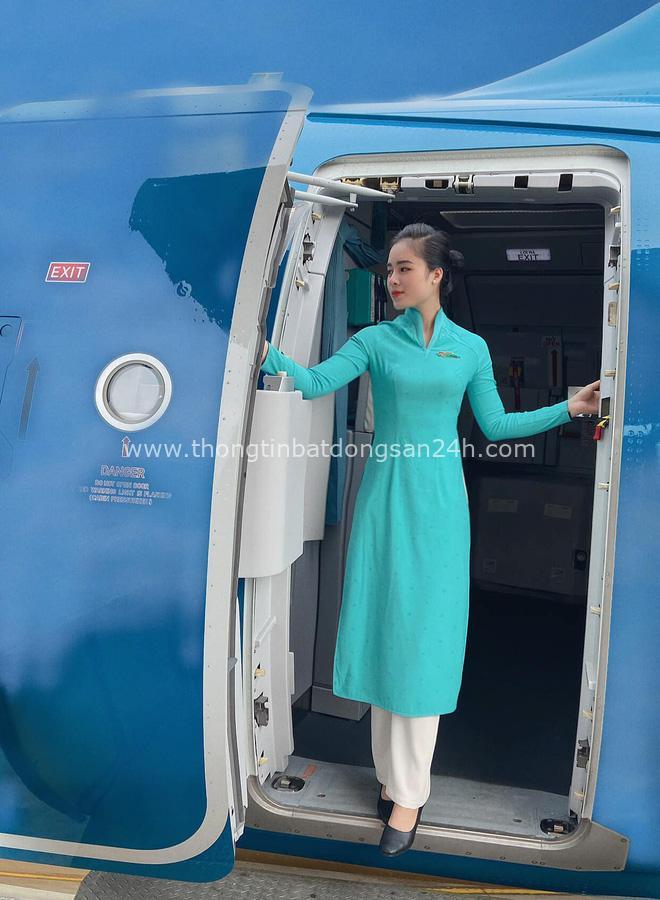Nữ tiếp viên hàng không đưa 172 du học sinh mắc kẹt về nước: 12h đêm hạ cánh, vỡ oà khi hành khách thốt lên Đã được về nhà rồi - Ảnh 7.