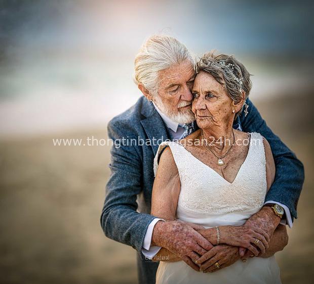 Bộ ảnh cưới độc đáo khiến lớp trẻ phải chạy dài mới kịp của cặp vợ chồng đã đi qua mọi bão giông cuộc đời - Ảnh 8.