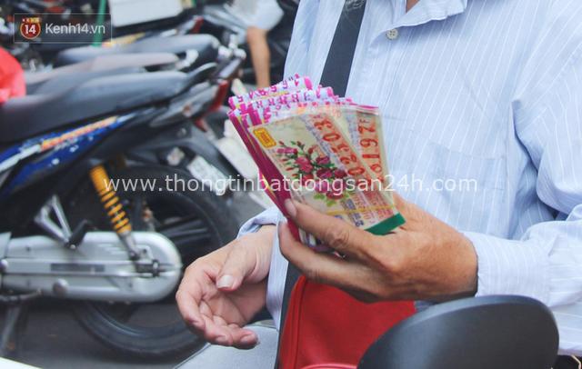 Chuyện ông thần tài đi khắp Sài Gòn để bán vé số may mắn: Có người nói tôi việc nhà không xong mà bày đặt đi giúp người nghèo - Ảnh 5.