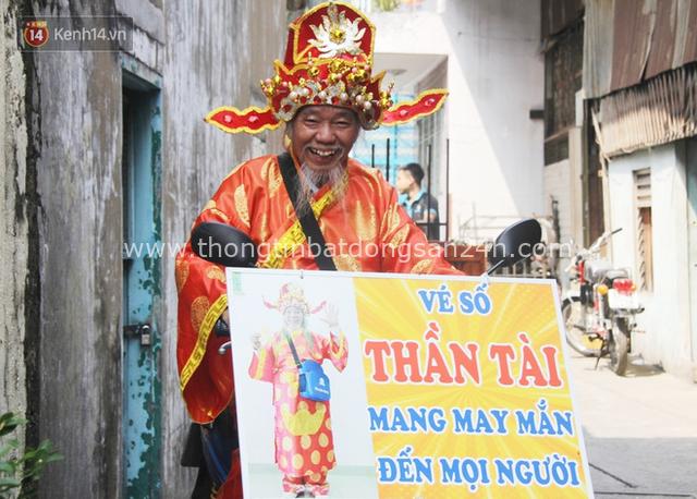 Chuyện ông thần tài đi khắp Sài Gòn để bán vé số may mắn: Có người nói tôi việc nhà không xong mà bày đặt đi giúp người nghèo - Ảnh 7.