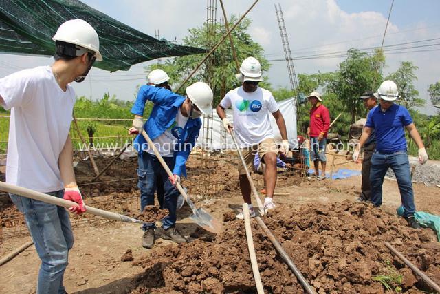 Cùng xây ngôi nhà tươm tất cho người nghèo tại Đồng Bằng Sông Cửu Long - Ảnh 1.