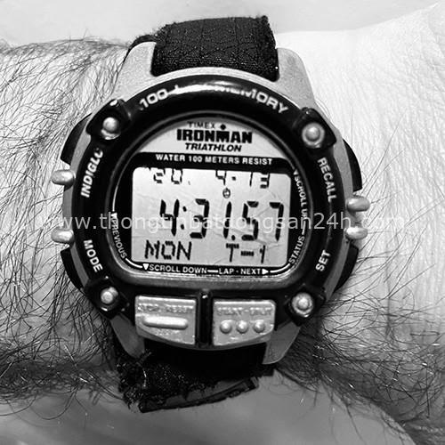 Cựu chỉ huy đặc nhiệm SEAL Mỹ đăng ảnh đồng hồ lúc 4h30 mỗi sáng lên MXH vì 1 lý do đặc biệt: Dậy sớm và kỷ luật bản thân không phải điều ngẫu nhiên có, nỗ lực mỗi ngày, thành công sẽ đến - Ảnh 2.