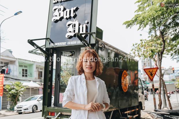 Độc đáo xe cắt tóc lưu động tiền tỷ ở Sài Gòn, khách chỉ cần trả phí bằng... nụ cười tươi - Ảnh 6.
