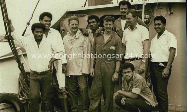 Dong buồm ra khơi rồi gặp bão biển, 6 cậu bé mắc kẹt trên đảo hoang suốt 15 tháng và cuộc giải cứu ly kỳ như phim - Ảnh 2.