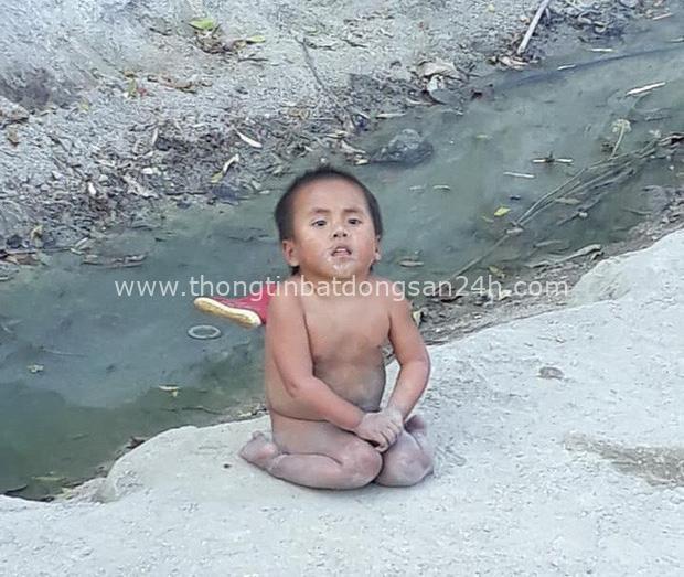 Hình ảnh mới nhất của em bé Mường Lát: Đã rất lớn và xinh xắn, chẳng thể nhận ra cô bé liệt 2 chân ngồi bên suối ngày nào - Ảnh 2.
