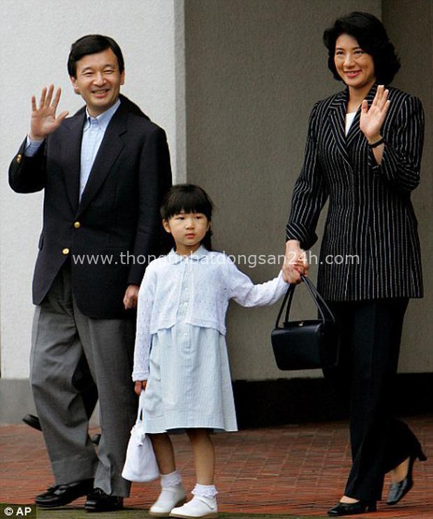 Hoàng hậu Masako - người mẹ từng vượt qua căn bệnh trầm cảm, dùng kỷ luật thép để dạy con sống như thường dân, không có đặc quyền dù là công chúa - Ảnh 15.