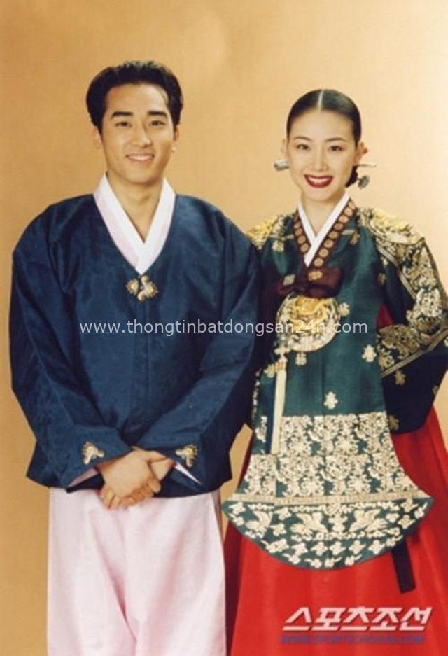 Mỹ nhân Bản tình ca mùa đông Choi Ji Woo: Từ cuộc tình lặng thinh vô vọng với Song Seung Hun cho tới niềm hạnh phúc tròn đầy ở tuổi 44 - Ảnh 1.