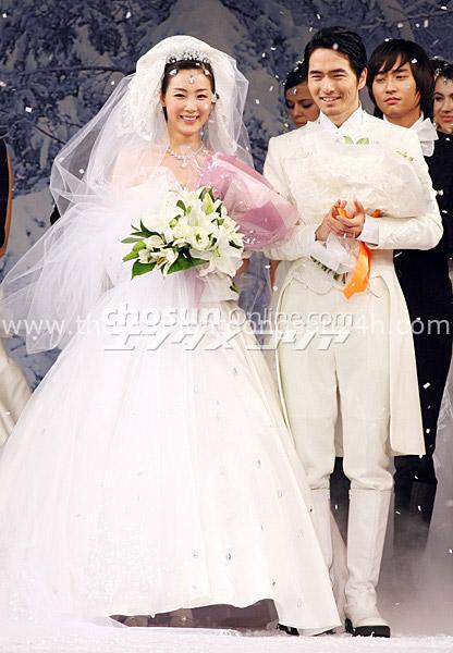 Mỹ nhân Bản tình ca mùa đông Choi Ji Woo: Từ cuộc tình lặng thinh vô vọng với Song Seung Hun cho tới niềm hạnh phúc tròn đầy ở tuổi 44 - Ảnh 4.