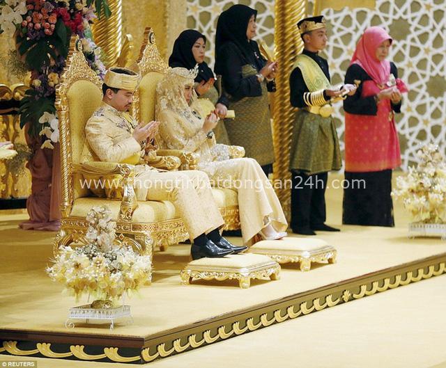 Nàng dâu hoàng gia từng gây choáng trong hôn lễ xa hoa kéo dài 11 ngày và phủ đầy vàng giờ có cuộc sống ra sao sau 5 năm? - Ảnh 1.