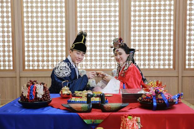 Sống độc thân đến già, kết hôn muộn, hôn nhân không sinh con,... là những cách sống mà giới trẻ Hàn Quốc đang hướng đến: Nguyên nhân vì sao? - Ảnh 2.