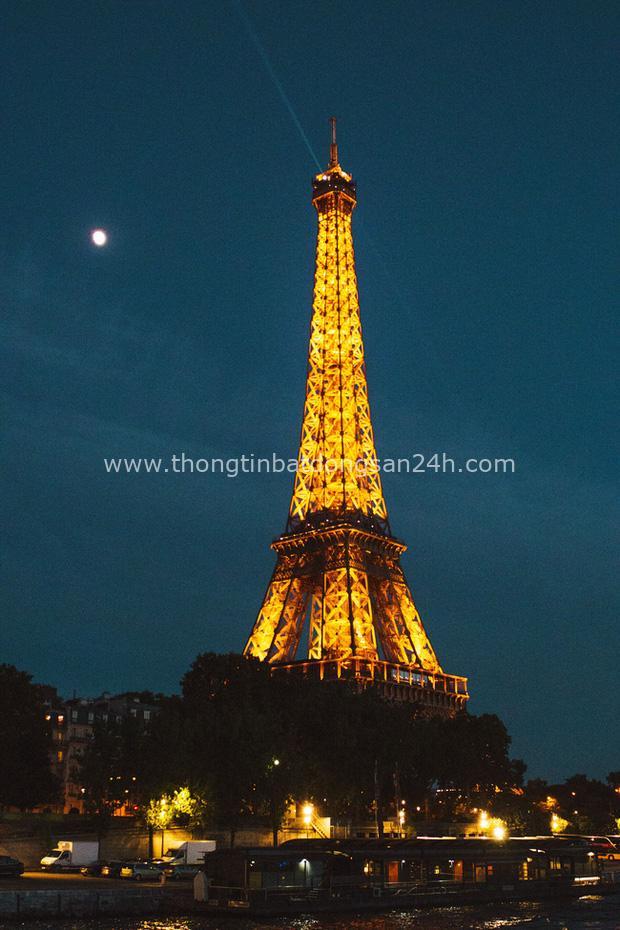 Tháp Eiffel nổi tiếng thế giới thì ai cũng biết nhưng trên đỉnh tòa tháp này còn ẩn chứa một bí mật bất ngờ và vô cùng đặc biệt - Ảnh 1.
