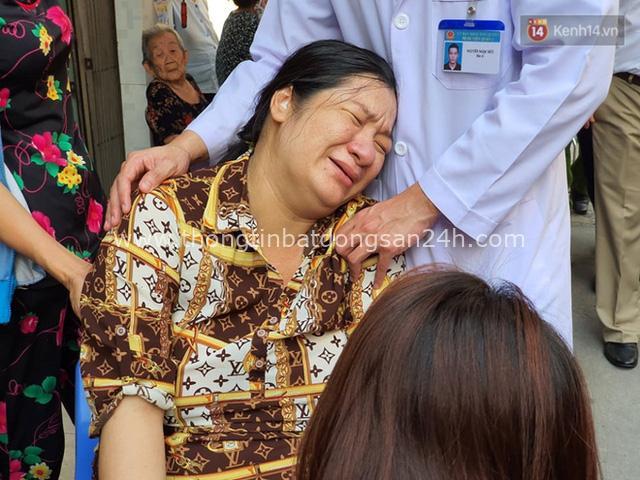 Vừa sinh con 2 ngày, mẹ đau đớn nằm băng ca về nhìn mặt con trai đầu tử nạn vì bị cây đè trúng ở sân trường - Ảnh 7.