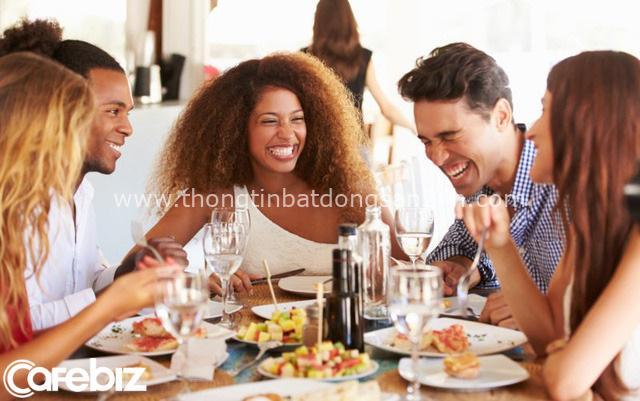 Ăn hàng uống quán: 3 điều nhất định phải tránh nếu không muốn bị coi thường, bất kể là ăn cùng ai - Ảnh 1.