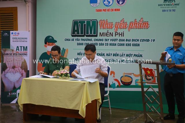 """ATM nhu yếu phẩm - San sẻ yêu thương"""" - nghĩa cử cao đẹp của Khóa Huy Hoàng - Ảnh 4."""