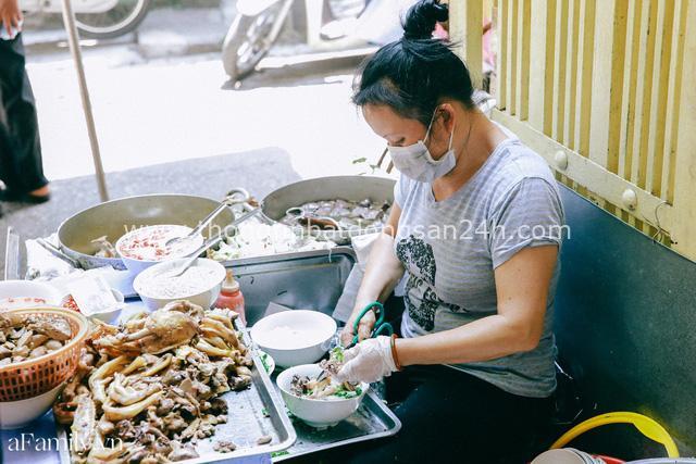Bà chủ bún ngan Nhàn nức tiếng Hà Nội lần đầu thừa nhận rất hay chửi nhưng được hàng xóm minh oan, tự tin thịt hàng mình mà ai chê là người không biết ăn - Ảnh 11.