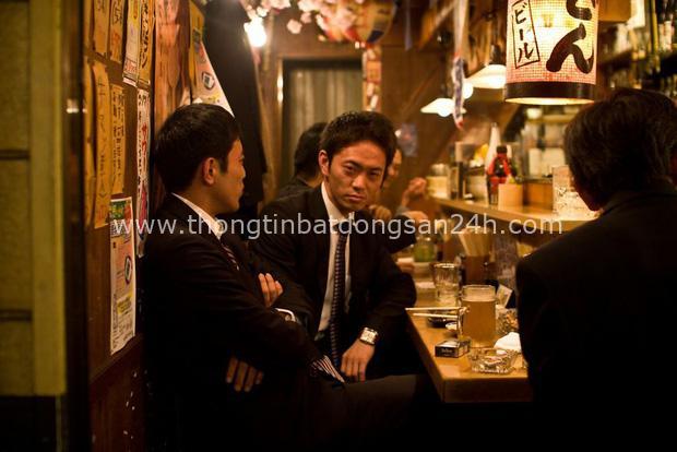 Bộ ảnh đáng sợ về cuộc sống của dân công sở Nhật: Say xỉn là nghĩa vụ, làm việc như máy và thờ ơ với tình dục - Ảnh 7.