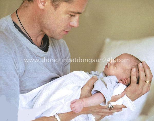 Câu chuyện về cô con gái ruột nhà Angelina Jolie và Brad Pitt: Sinh ra dưới ánh hào quang của cha mẹ nổi tiếng cho tới biểu tượng của cộng đồng LGBT - Ảnh 2.