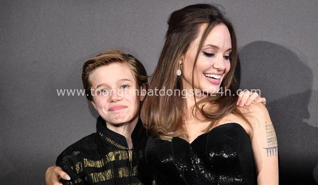 Câu chuyện về cô con gái ruột nhà Angelina Jolie và Brad Pitt: Sinh ra dưới ánh hào quang của cha mẹ nổi tiếng cho tới biểu tượng của cộng đồng LGBT - Ảnh 13.