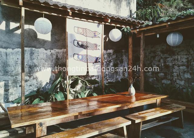 Chán phòng trọ nóng bức chật chội ở thành phố, cặp vợ chồng vay 350 triệu lên Đà Lạt cải tạo nhà cũ theo phong cách tối giản kiểu Nhật vừa ở vừa kinh doanh - Ảnh 11.