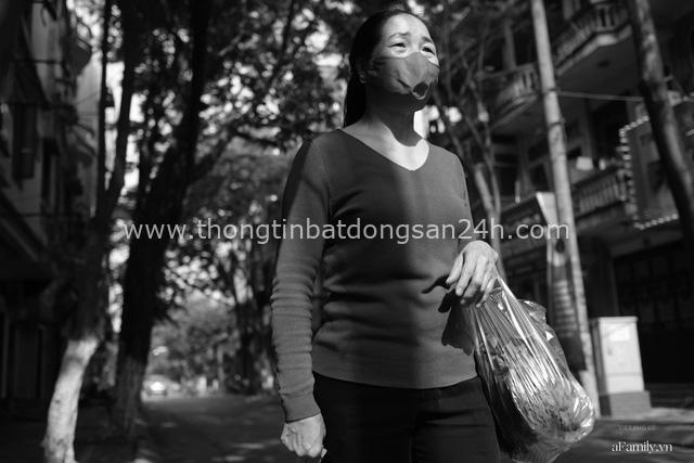 Chuyện của cô Lụa ô sin: Con cái phụng dưỡng đủ đầy vẫn đến Hà Nội để làm bàn tay và đôi mắt cho những người khiếm thị - Ảnh 5.