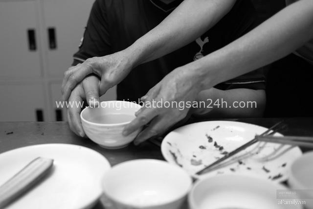 Chuyện của cô Lụa ô sin: Con cái phụng dưỡng đủ đầy vẫn đến Hà Nội để làm bàn tay và đôi mắt cho những người khiếm thị - Ảnh 8.