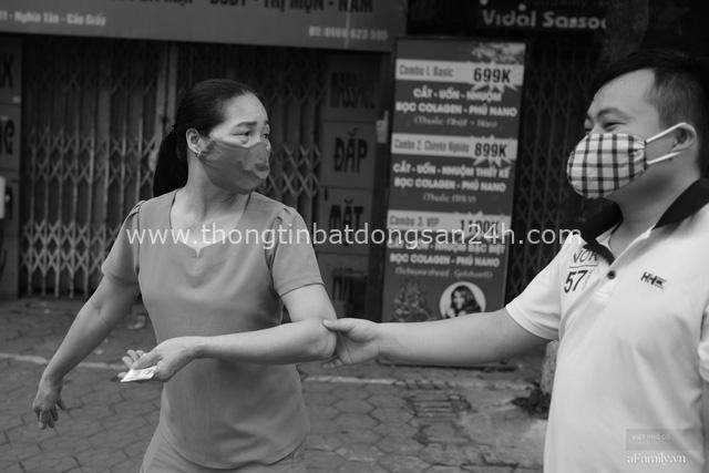 Chuyện của cô Lụa ô sin: Con cái phụng dưỡng đủ đầy vẫn đến Hà Nội để làm bàn tay và đôi mắt cho những người khiếm thị - Ảnh 17.