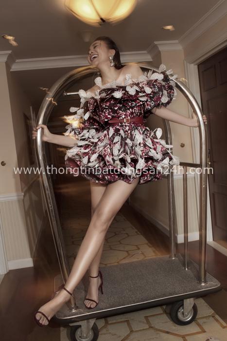 Đẹp ná thở trên Vogue Pháp, Thanh Hằng và Hồ Ngọc Hà đẳng cấp trong trang phục của Công Trí: Tinh hoa hội tụ là đây! - Ảnh 8.