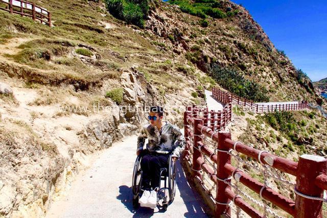 Đi phượt 30 tỉnh/thành bằng xe lăn, nam thanh niên 29 tuổi mong có bằng lái quốc tế để chinh phục các nước láng giềng - Ảnh 12.