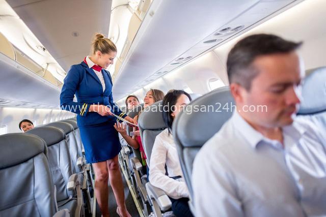 Dù thân thiện là thế nhưng tiếp viên hàng không sẽ rất khó chịu nếu bạn nói ra 7 điều này - Ảnh 1.