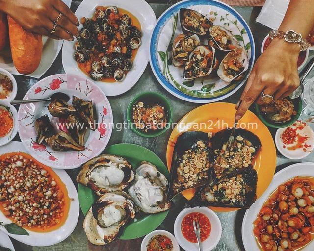 Hàng ốc xào kỳ lạ nhất Sài Gòn chỉ bán 1 món suốt 2 đời, giá tận 120k/lon ốc toàn nhà giàu hay giới sành ăn mới dám mua ship thẳng luôn sang Mỹ - Ảnh 2.