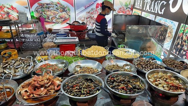 Hàng ốc xào kỳ lạ nhất Sài Gòn chỉ bán 1 món suốt 2 đời, giá tận 120k/lon ốc toàn nhà giàu hay giới sành ăn mới dám mua ship thẳng luôn sang Mỹ - Ảnh 4.